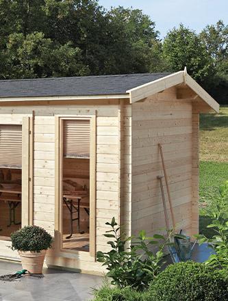 Naturbelassenes Gartenhaus aus Holz von Holz Gar in Aumühle südlich von München.