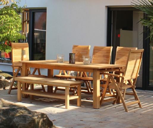 Individuell gefertigte Gartenmöbel aus Holz von Holz Gar in Aumühle südlich von München.