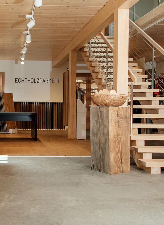 Die Ausstellung von Holz Gar in Aumühle südlich von München.