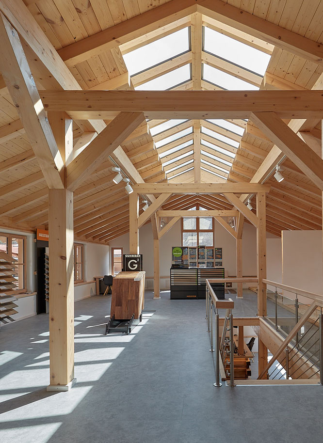 Ausstellung von Holz Gar in Aumühle südlich von München.