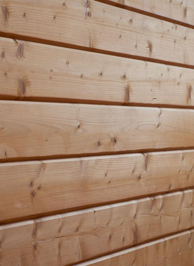 Pflege für naturbelassene Holzfassaden von Holz Gar in Aumühle südlich von München.
