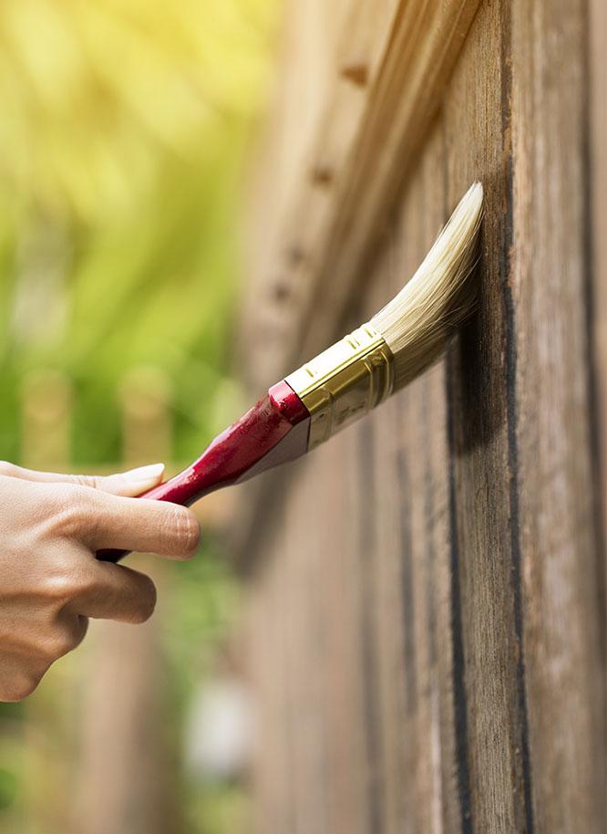 Pflegeprodukte für Zäune und Sichtschutz aus Holz von Holz Gar in Aumühle südlich von München.