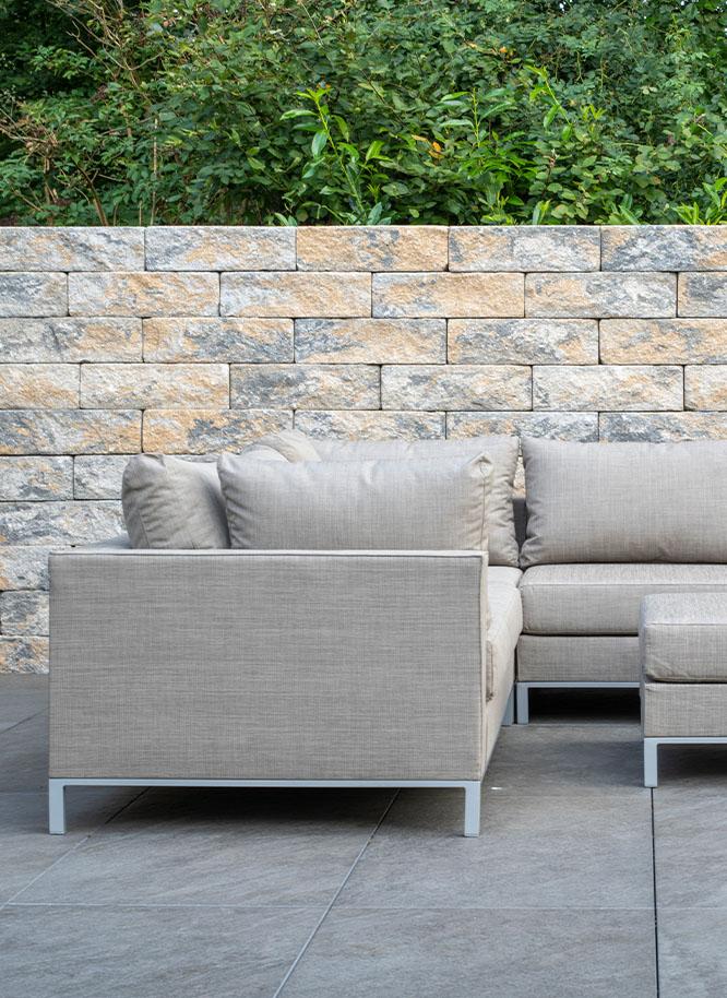 Gemütliche Loungemöbel für Ihren Garten finden Sie bei Holz Gar in Aumühle südlich von München.