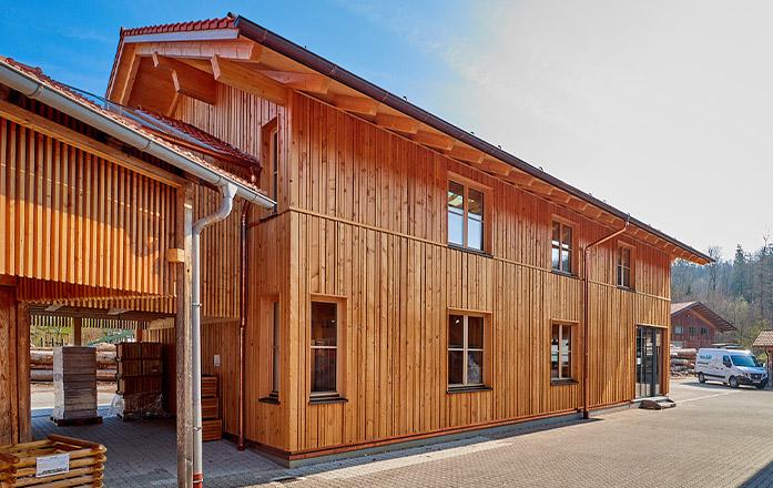 Fassade des Firmengebäudes von Holz Gar in Aumühle südlich von München.