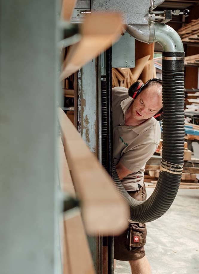 Professionelle Holzbearbeitung bei Holz Gar in der Aumühle südlich von München.