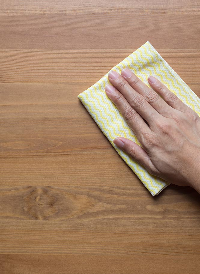 Holz Gar in Aumühle südlich von München hilft Ihnen bei der Reinigung Ihrer Tischplatten aus Holz.